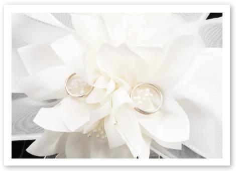 リングピロー完成品「ブランシュ・ネージュ」高級感あふれるシルク100%の花びら