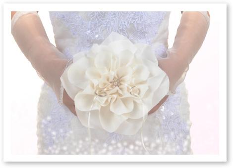リングピロー完成品「イングリッシュローズ」その日、純白のドレス姿が一番きれいに輝きました