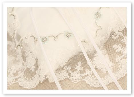 リングピロー完成品「フィオナ」光り輝くビーズ刺しゅうと美しく揺れるオリジナルレース