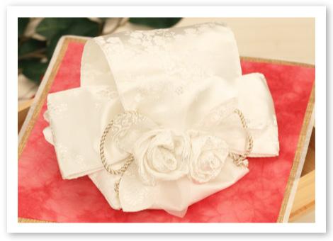 和風リングピロー完成品「華結」純白の生地で作るボリューム感ある美しさ
