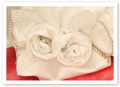 和風リングピロー完成品「華結」大切な指輪は仲良く寄り添う巻き薔薇に