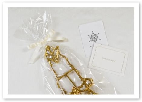 洋風リングピロー用メモリアルスタンド / リボンを結んでお届け ピローと一緒にプレゼントにも